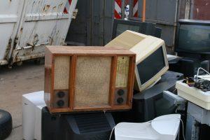 old-radio-1255210_1920